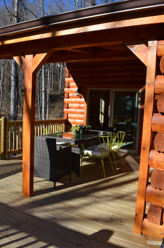 covered porch dining at log cabin